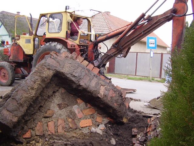 A hatalmas beton(a)lapok eltávolítása