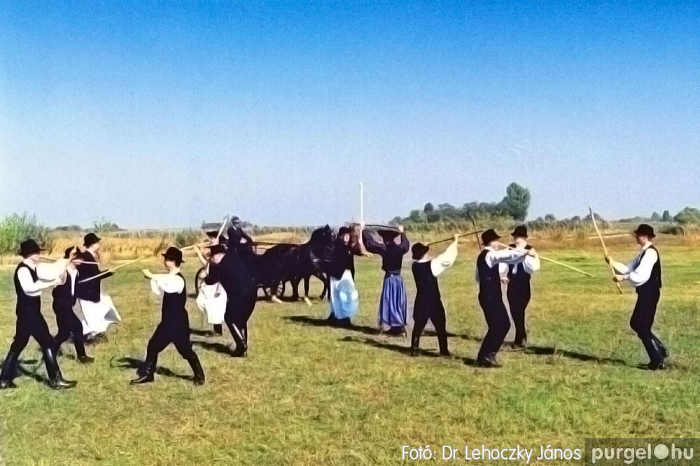 2000. 003 Dobbantó Néptáncegyüttes – Dobbantó03 – Fotó:D